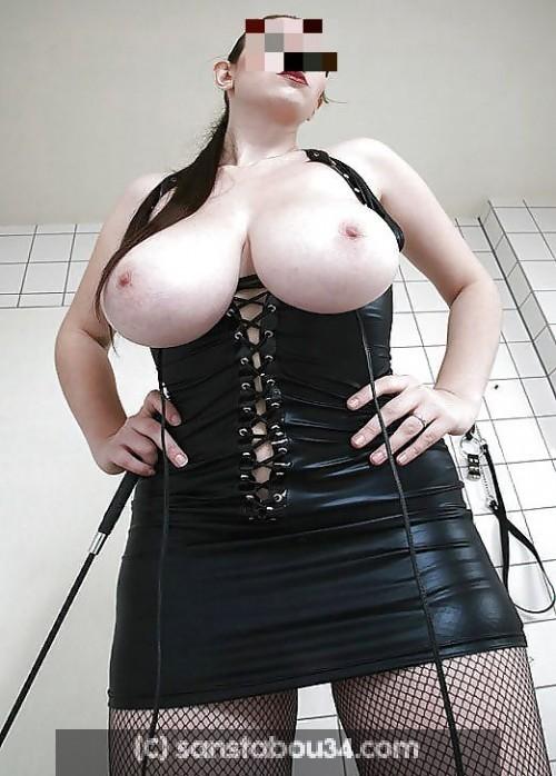 Femme dominatrice sévère