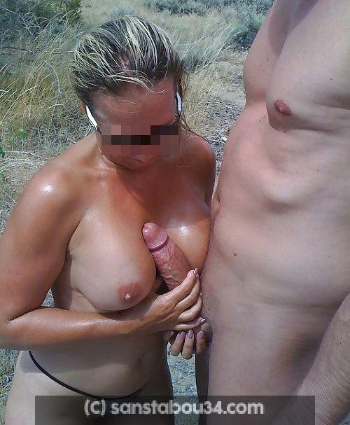 Mon épouse libertine aime faire des branlettes espagnoles et des pipes dans les dunes