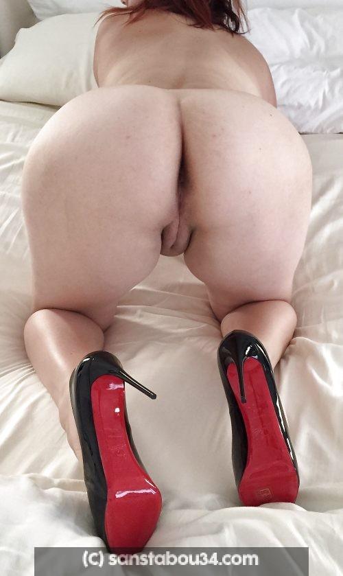 Qui veut baiser ma femme a 4 pattes avec ses louboutins ?