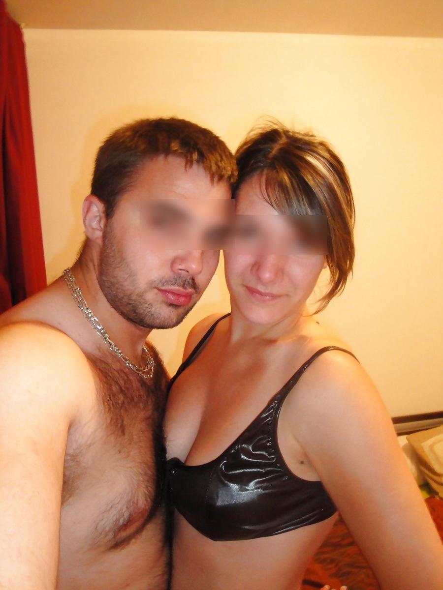 de jeunes couples libertins s'offrent une soirée coquine
